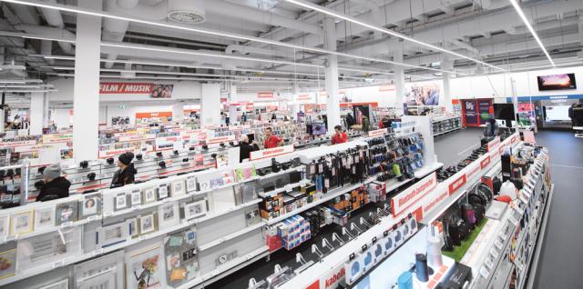 49d36a41142723 Media Markt trägt dem Onlinehandel Rechnung und bildet inzwischen sogar  Lehrlinge im Bereich eCommerce aus. © Franz Oss